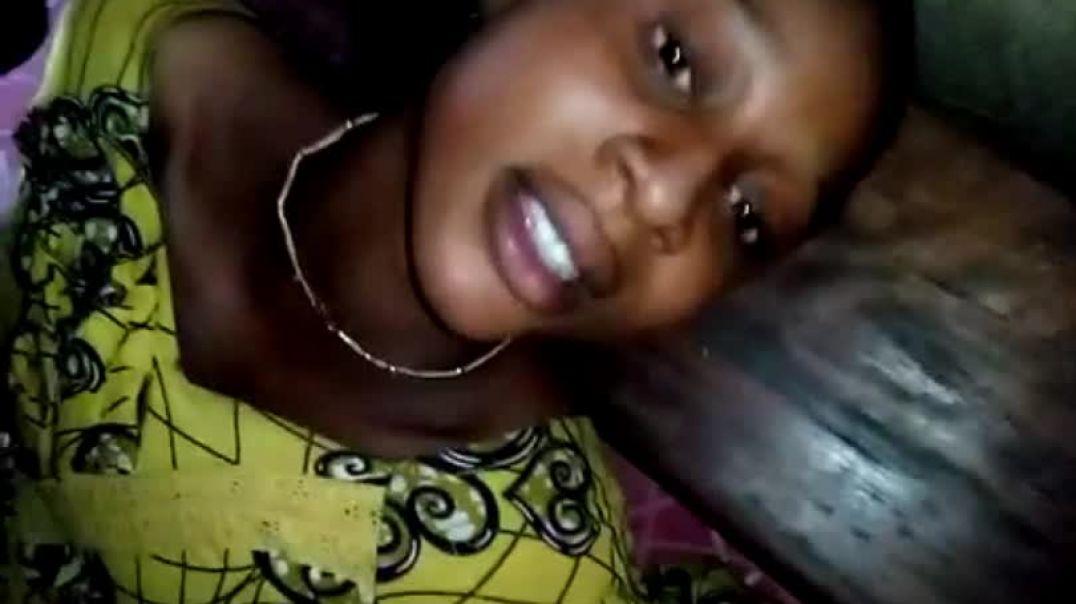 Malienne: Bien habillé pour le sexe