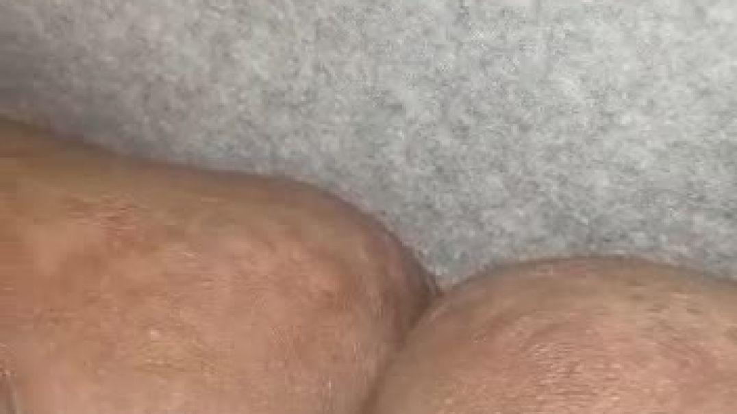 Une grosse femme se masturbe pour son mec